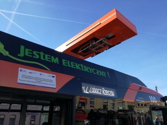 Autobusy elektryczne wyjechały na ulice Rzeszowa. Będą również dodatkowe stacje ładowania [ZDJĘCIA] - Aktualności Rzeszów - zdj. 10